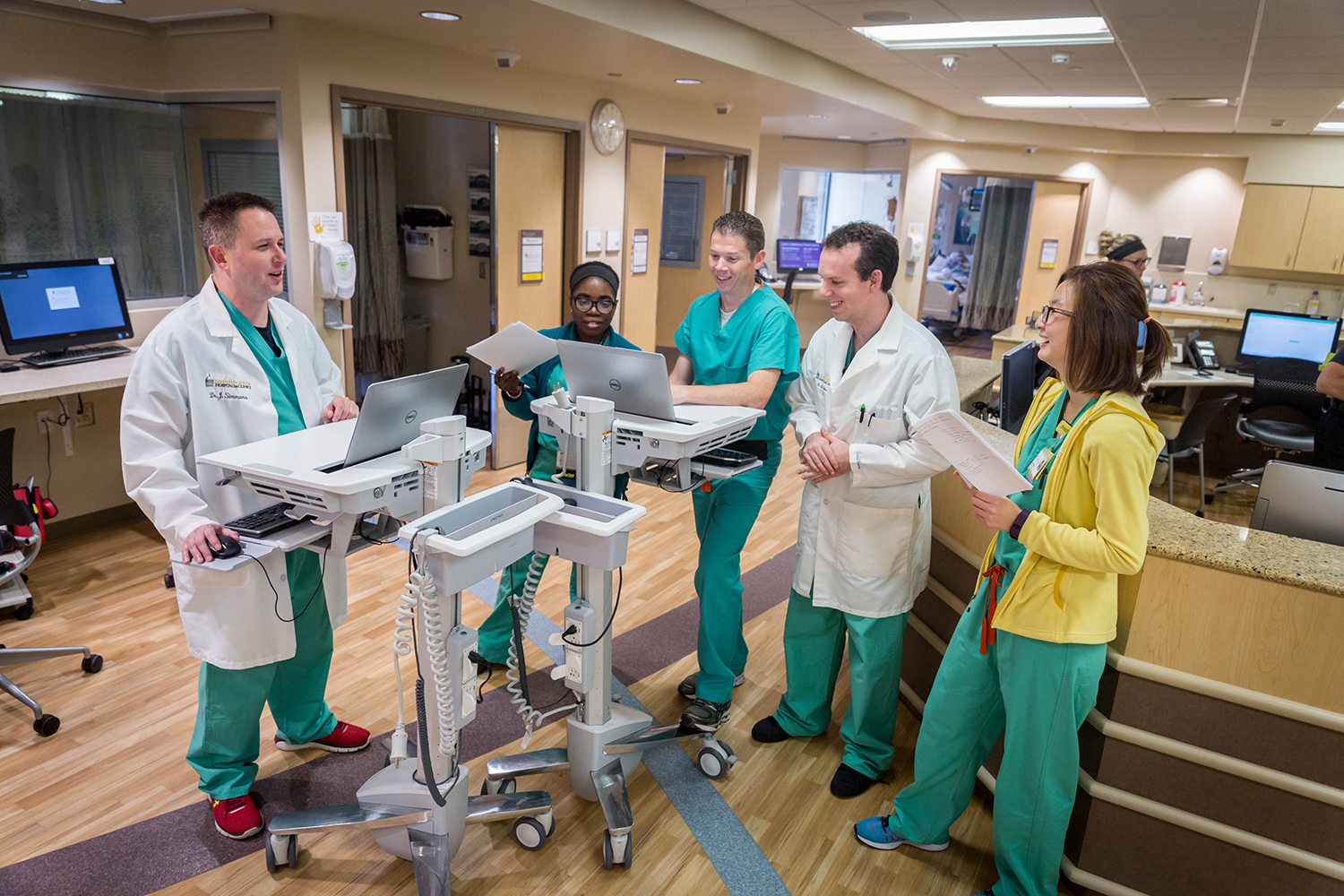 Anesthesia residents participate in CVICU rounds